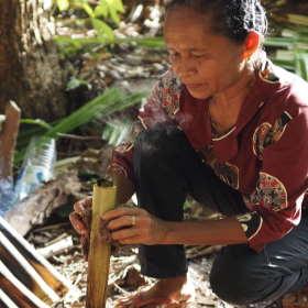 checking-bamboo-rice-dapur-tara-flores-restaurant-komodo