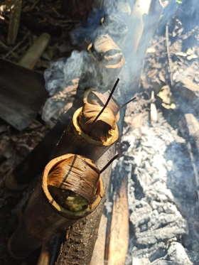 cooking-bamboo-rice-dapur-tara-flores-restaurant-komodo