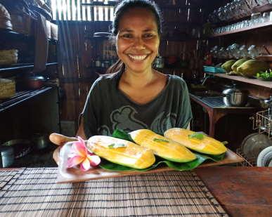 serving-smile--love-dapur-tara-flores-restaurant-labuan-bajo