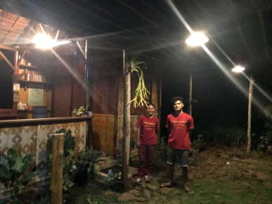 staff-jungle-food-tour-sten-lodge-labuan-bajo-komodo